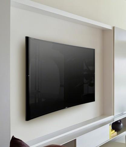 телевизор в зале фото повесить